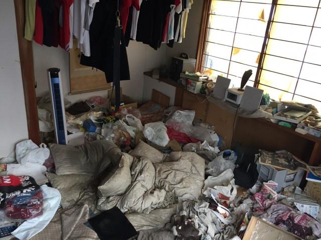 ゴミのたまった部屋