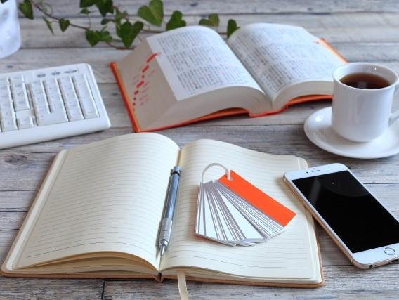 ノートと辞書と携帯電話