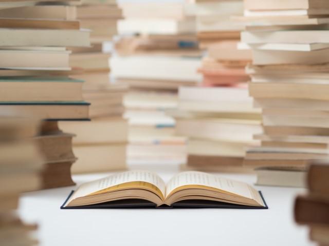 たくさんの積まれた本