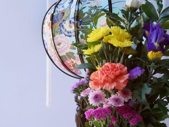 灯篭と仏花