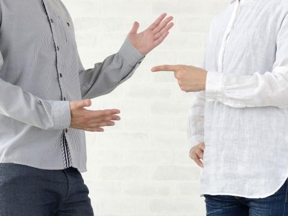 男性と女性の喧嘩